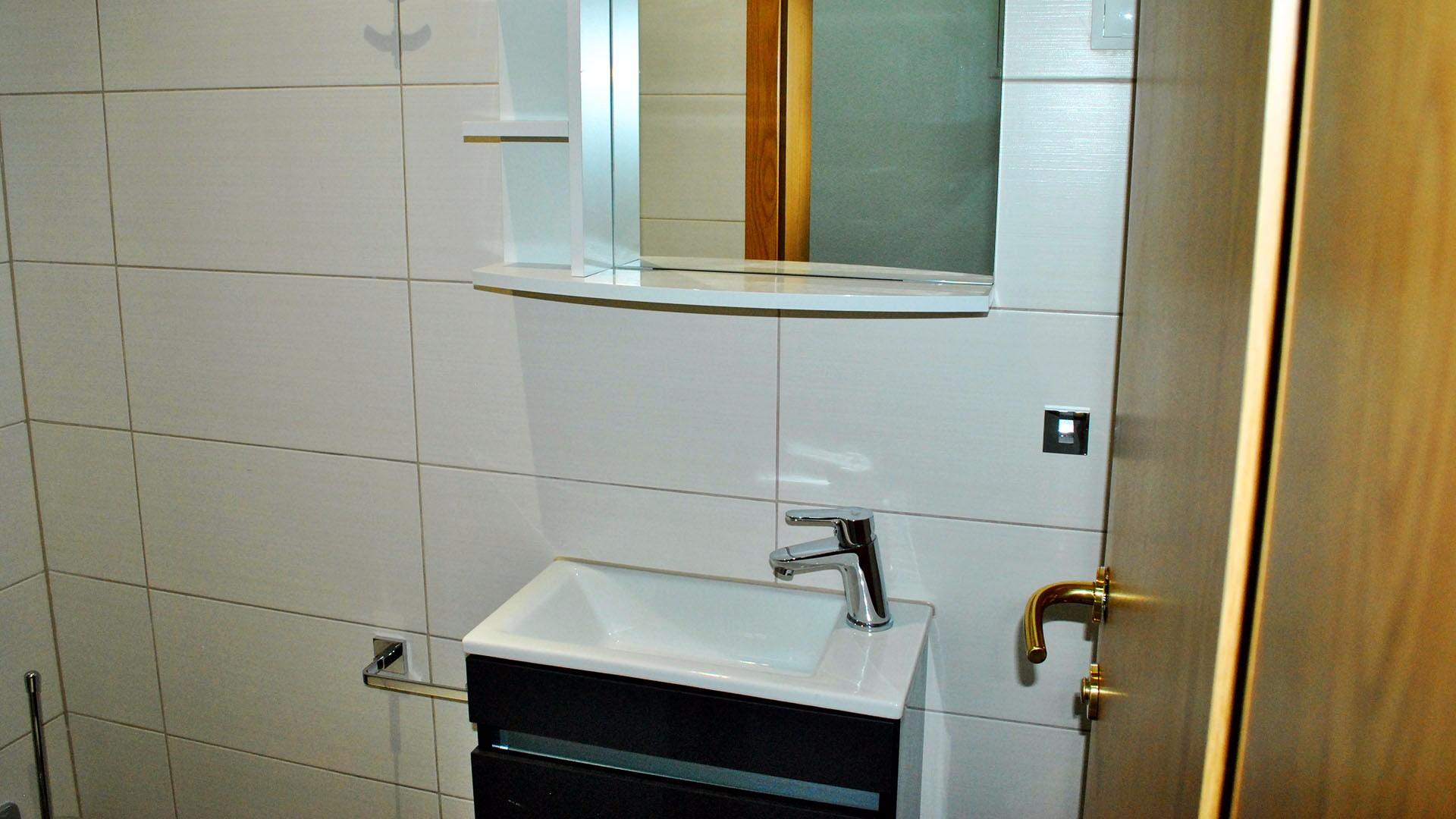 ApartmentA7 bathroom