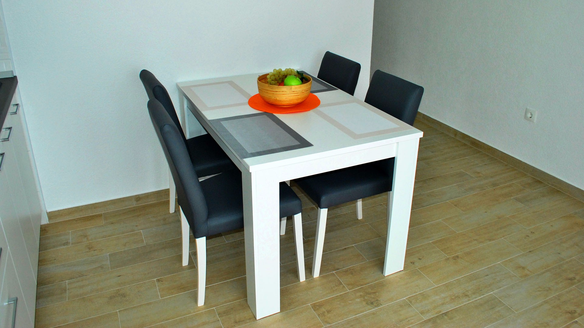 ApartmentA7 dinning table