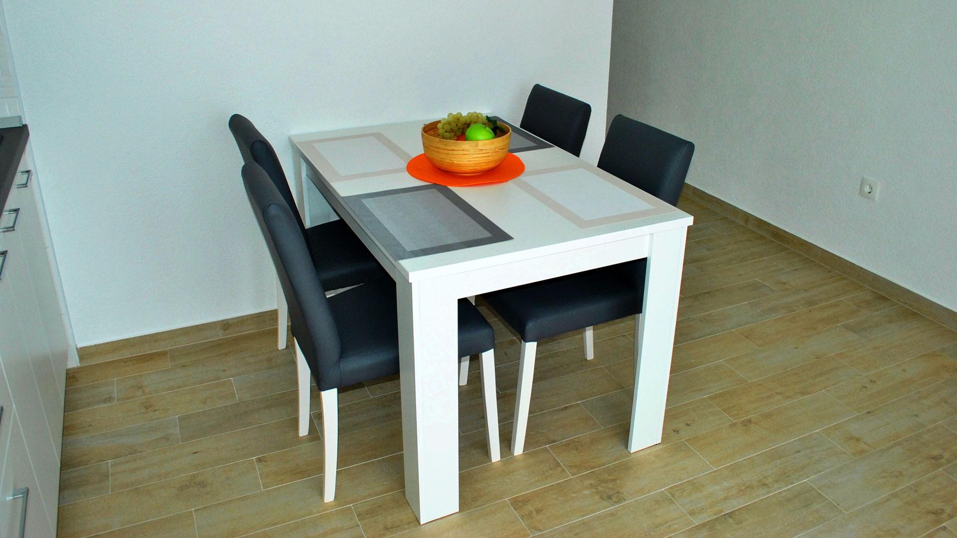 ApartmentA7 dinning table