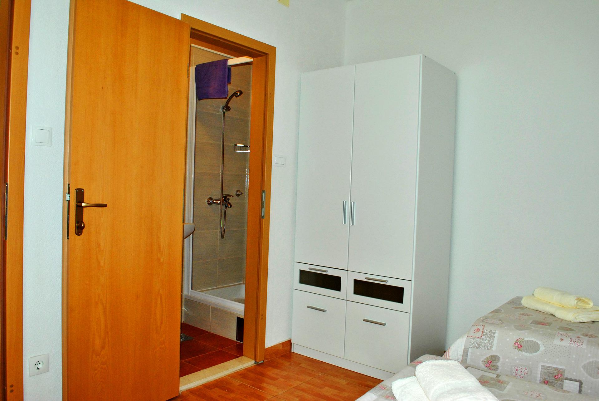 apartmenta3-wardrobe