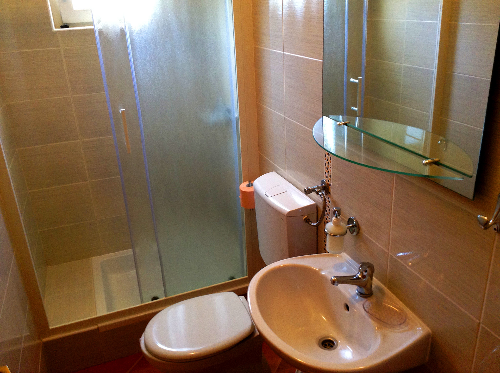 apartmenta1-bathroom