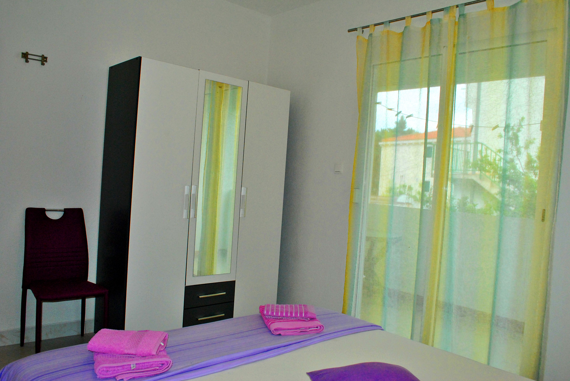 apartmenta1-room-wallside