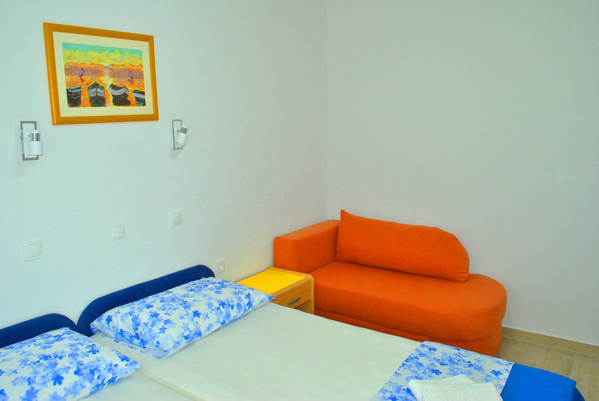apartmenta7-sofa2